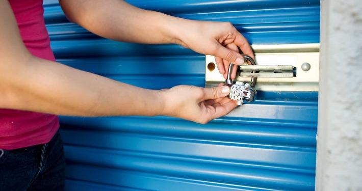 putting lock on storage unit